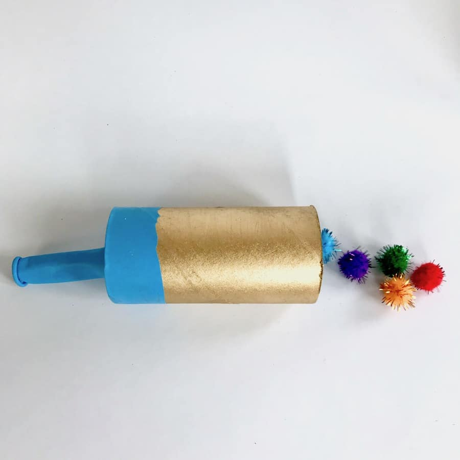 Silvesterparty mit Kindern, Kanone aus Klorollen basteln