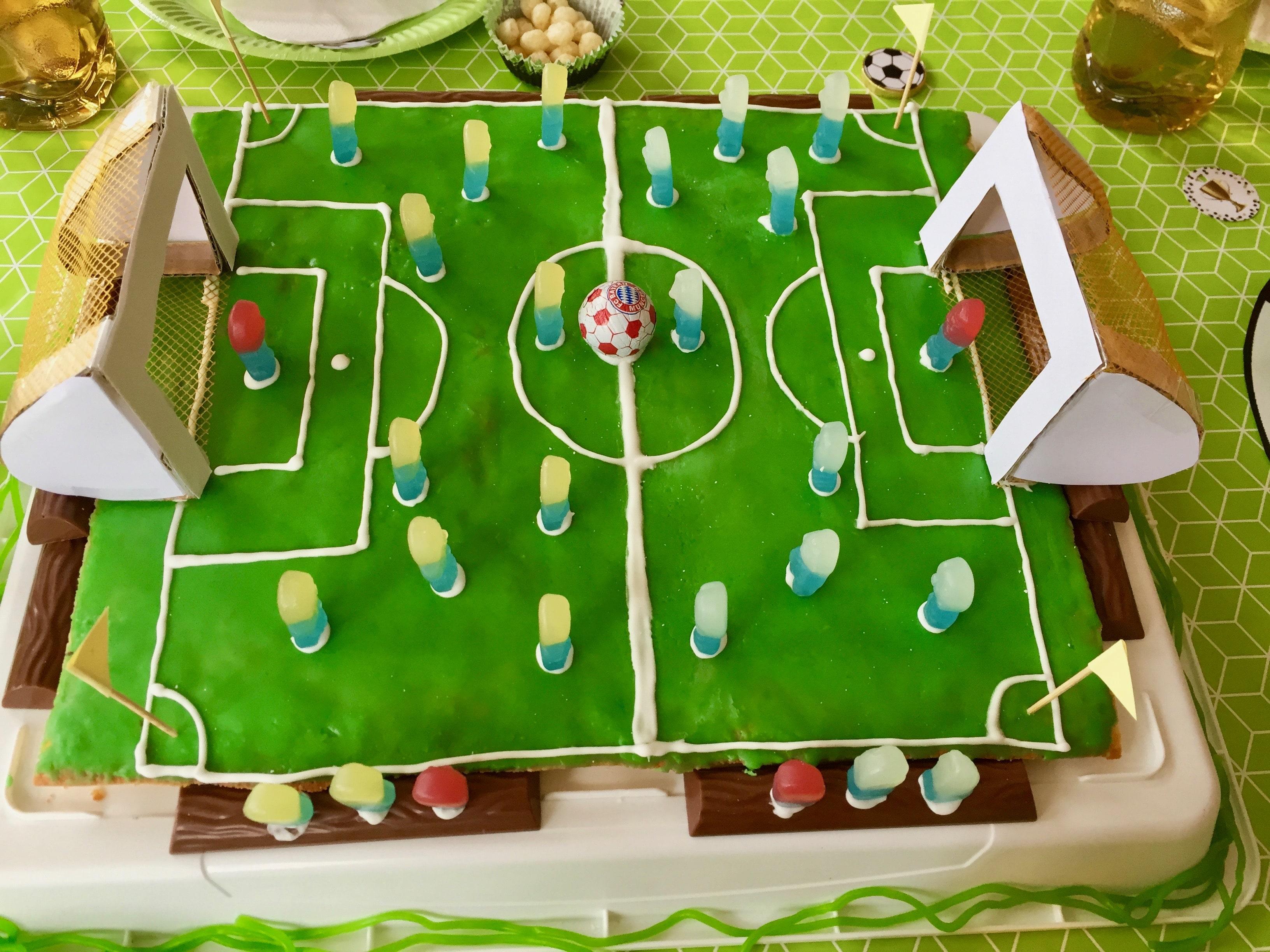 Fußball Kuchen für Kindergeburtstag, Zitronenkuchen Rezept