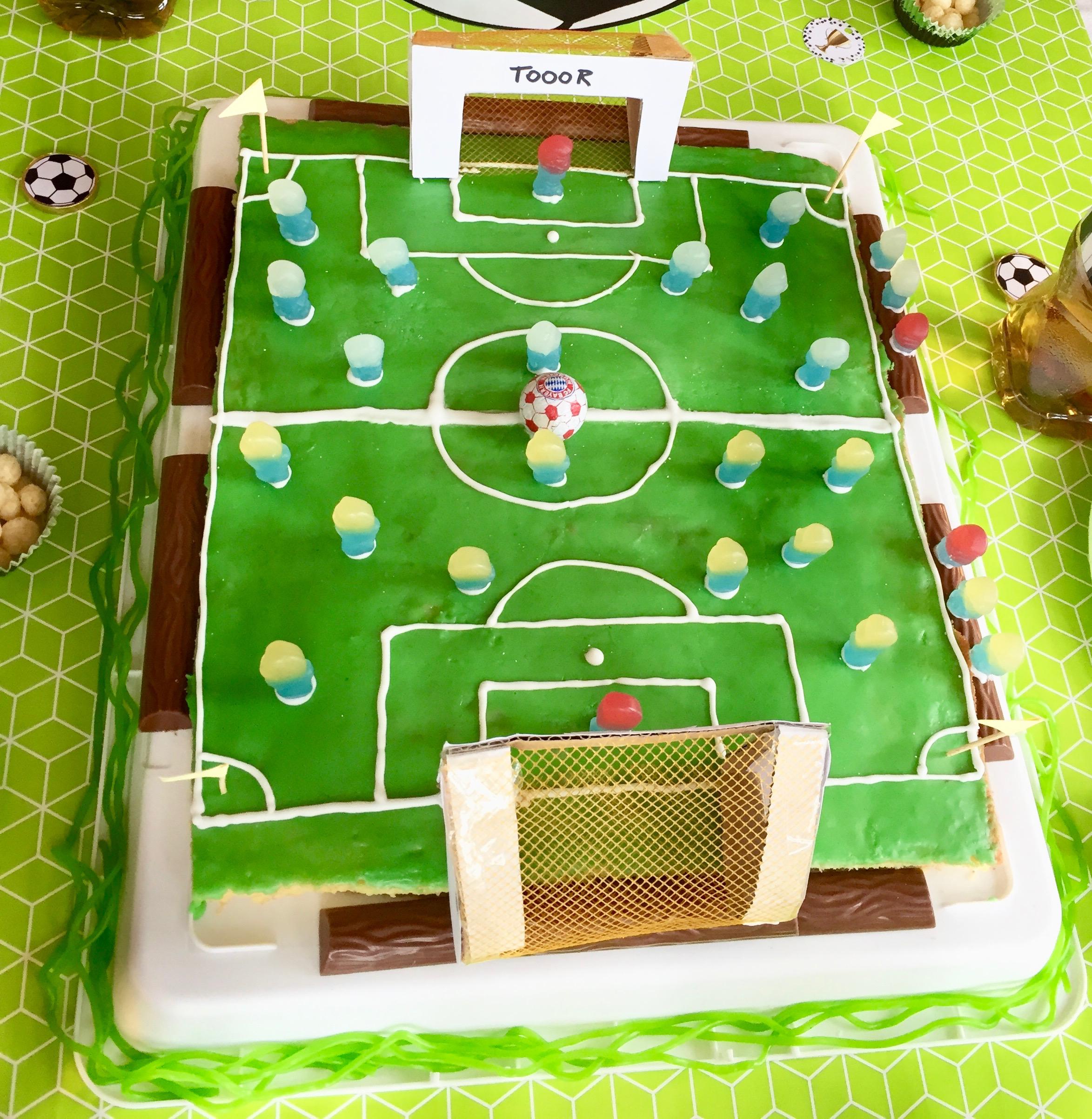 Fußball Kuchen für Kindergeburtstag backen, Zitronenkuchen Rezept