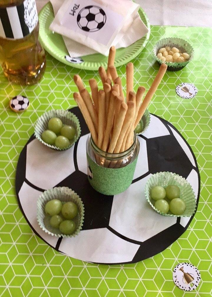 Tischkdekoration für Fußball Geburtstag selber machen