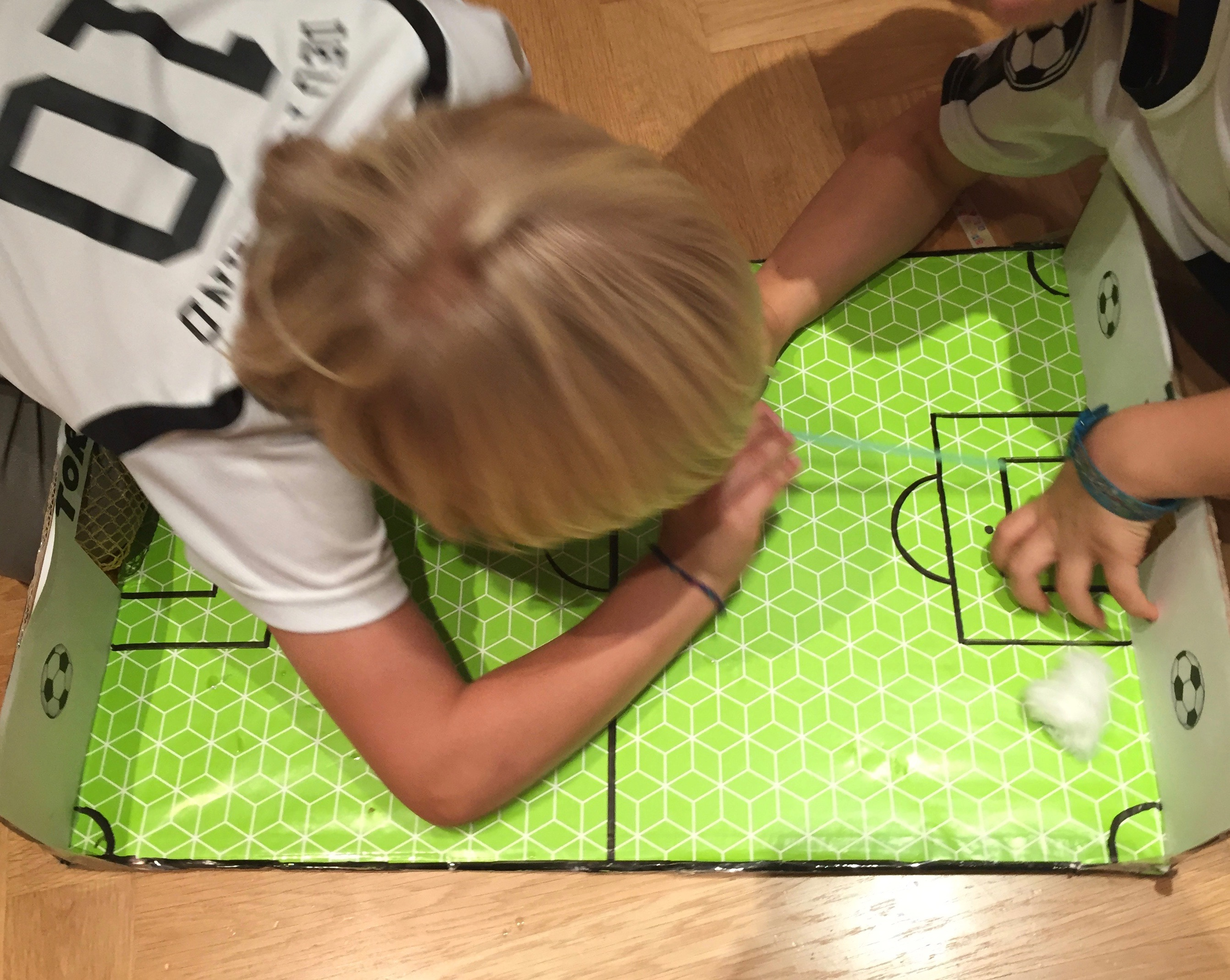Spielideen für Fußball Kindergeburtstag, Tischfußball