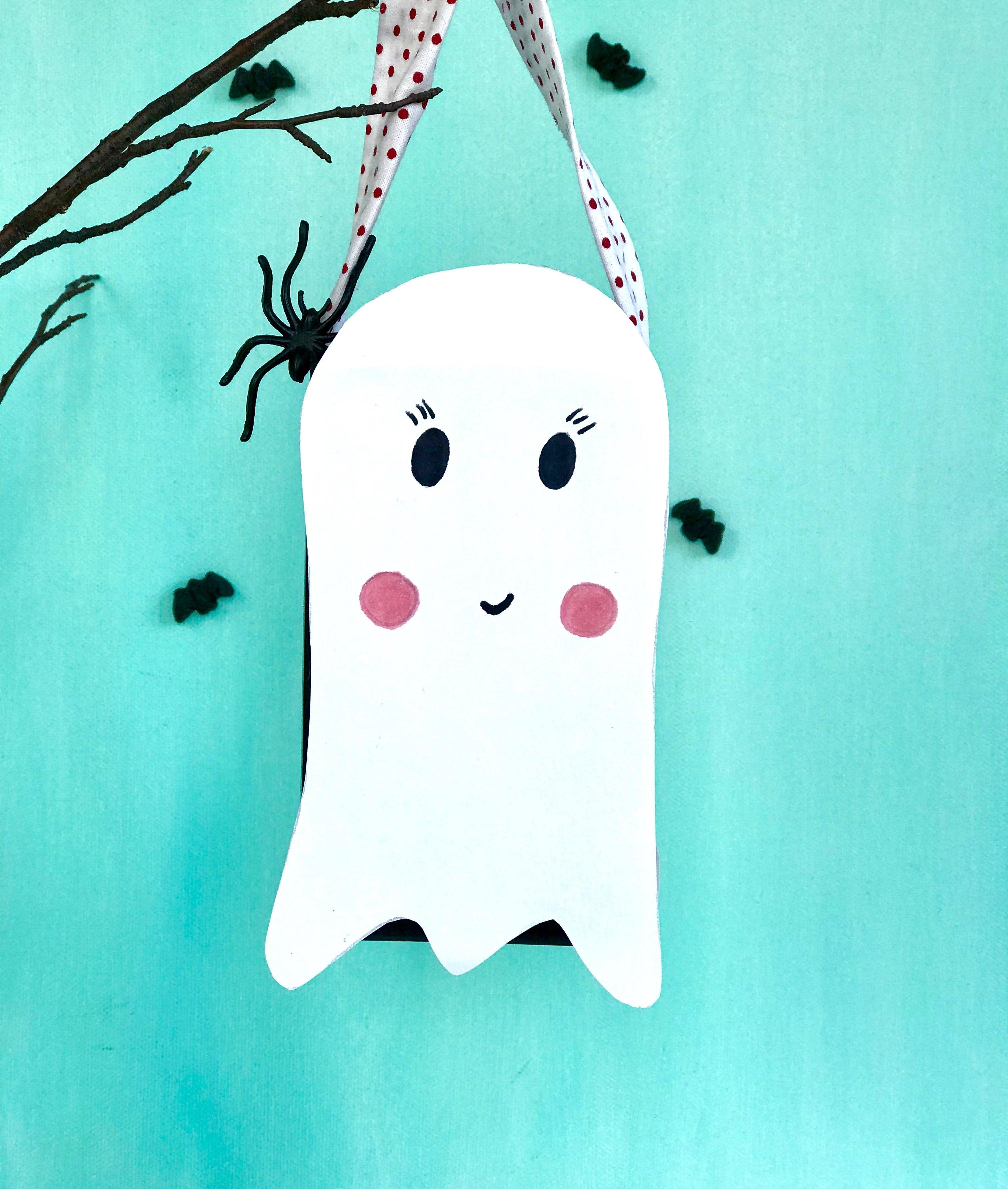 Halloween Basteln mit Kindern, Halloween Eimer fuer Suessigkeiten basteln
