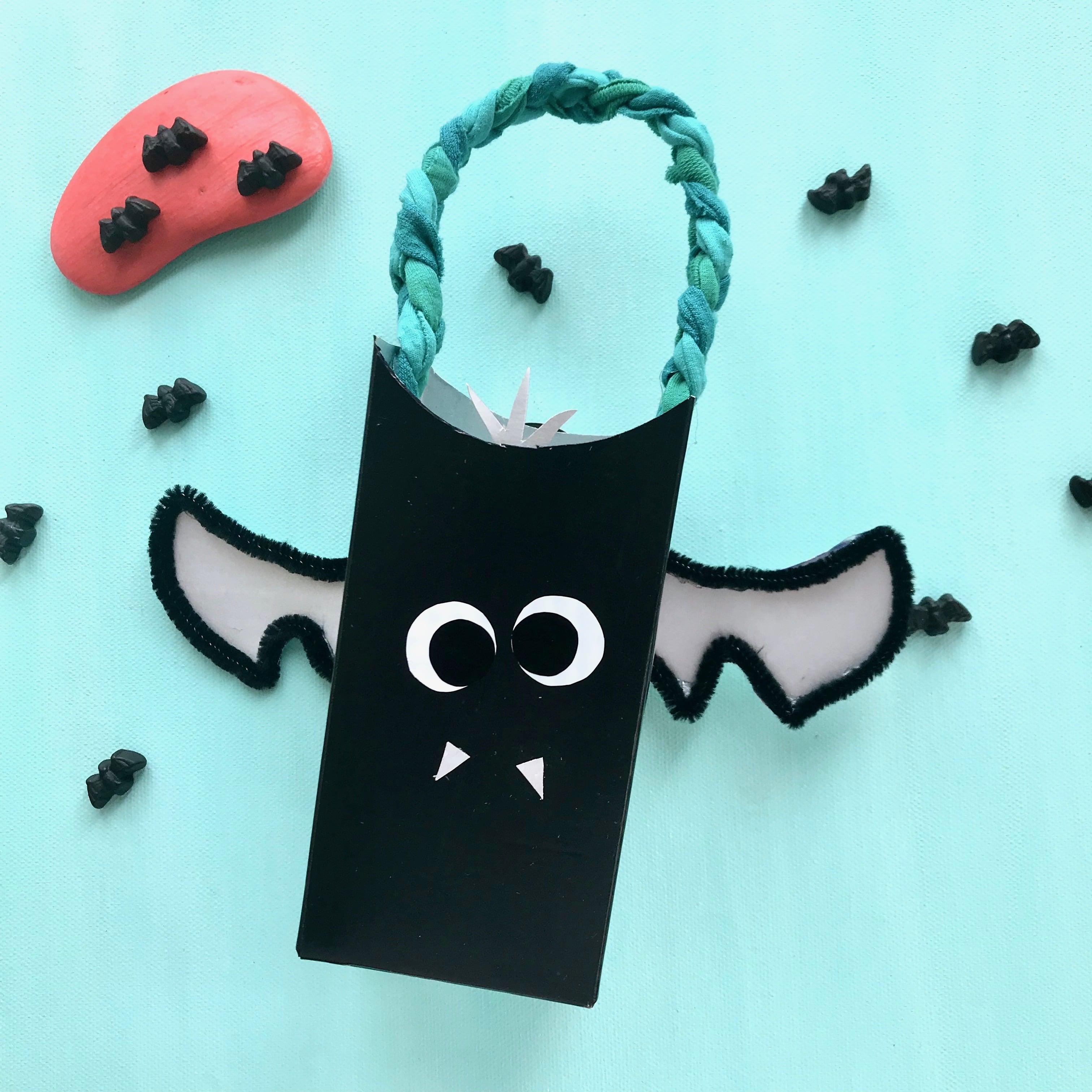 Halloween Basteln mit Kindern, Halloween Sammelbeutel Fledermaus basteln, Upcycling mit Kindern