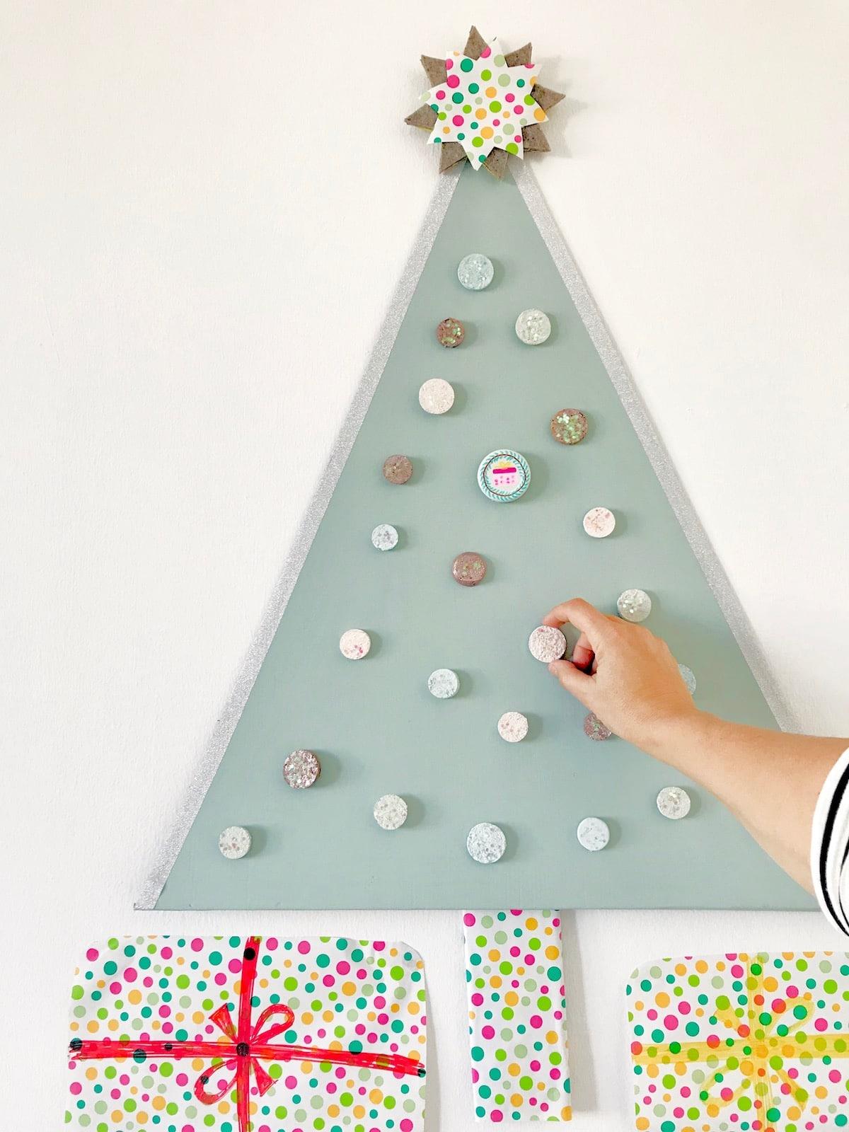 Weihnachten basteln mit Kindern zum Advent, DIY Weihnachts-Countdown, Weihnachtsbaum basteln,