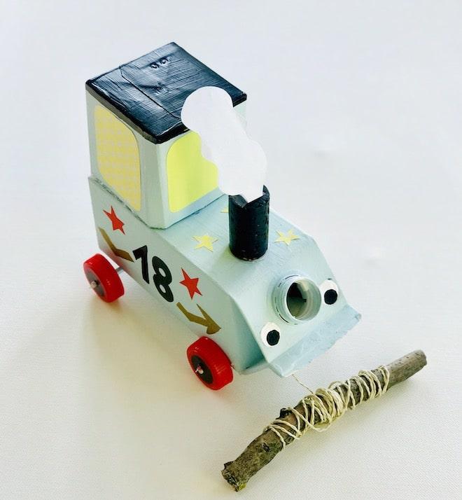 Auto aus Milchkarton basteln, Upcylcing fuer Kinder