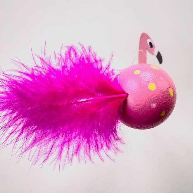 flamingo-osterei-deko-bemalen-bastelidee-feder
