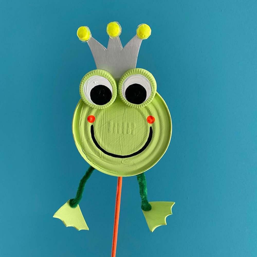 gartendeko-basteln-frosch-dose-insektenhotel-gartenstecker-kinder-upcycling-diy