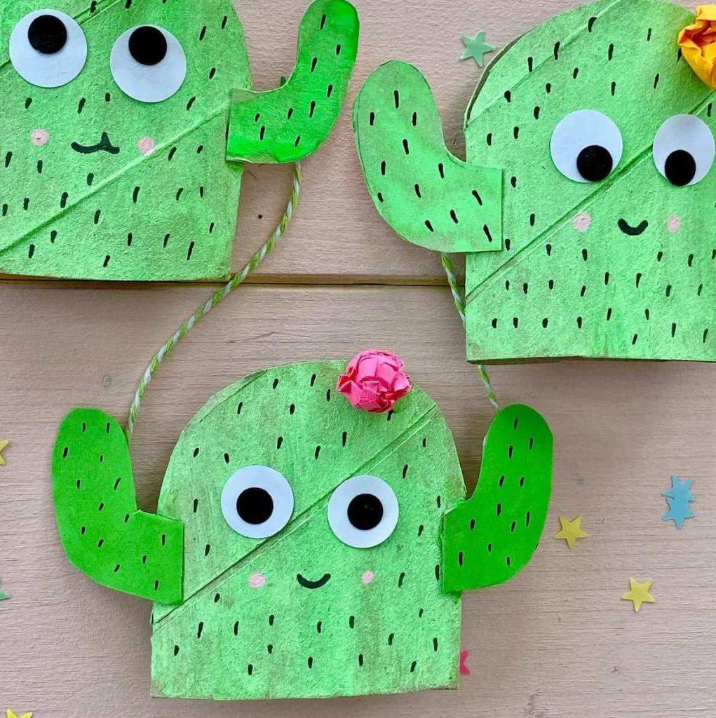 basteln-mit-kinder-sommer-kaktus-fensterdeko-aus-klorollen-recycling-idee